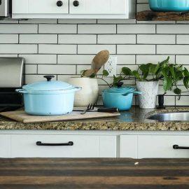 Nachhaltigkeit in der Küche Reinigung von Töpfen